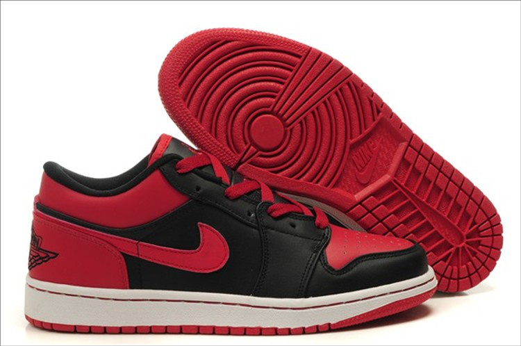 Air Jordan Retro 1 Low black/white/red