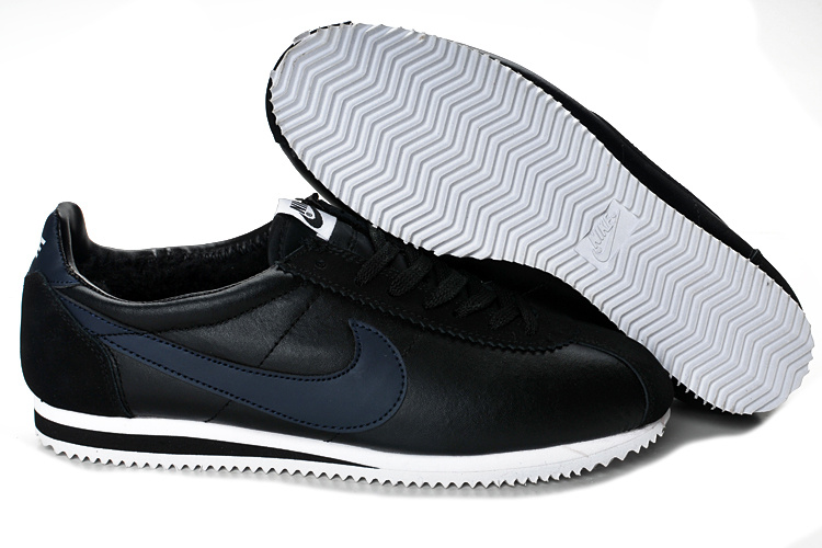 Nike Classic Cortez Shoes black/white/Navy